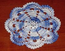謎の糸で編んだドイリー